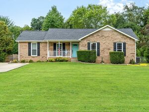 Brand new 3 bed 2 baths house for rent in Clarksville