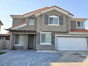 Large 3 beds 3 baths home for rent in Palmdale