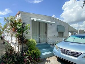 Great 2 bed 2 baths house for rent in Hallandale