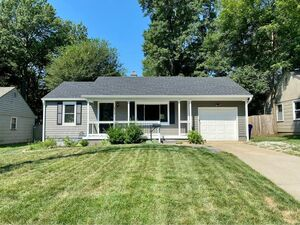 Beautiful 4 beds 2 baths house for rent in Overland Park