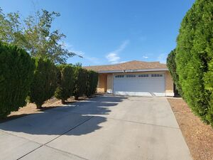 Beautiful 3 beds 2 baths house for rent in Palmdale