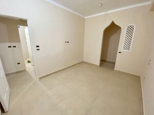 2 bedroom apartment within walking distance to the beach