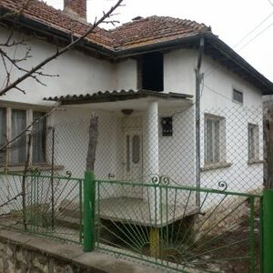 Nice small rural house situated in a big and lively village about 25 km away from the town of Vratza