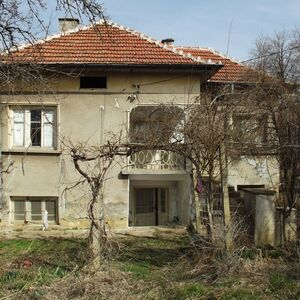 Old house with big garden and nice views in a quiet village
