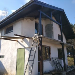 Solid villa with plot of land & nice views near town and dam
