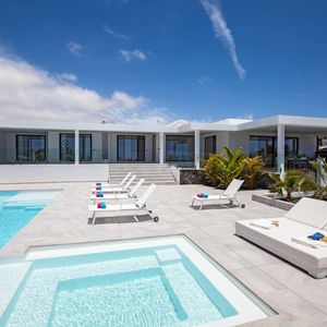 Luxurious 4-bed villa just a 5 minute walk from the beach