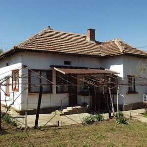 Country house with plot of land in a big village near river