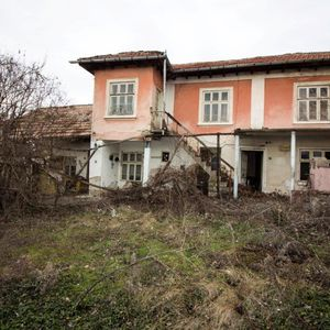 House with big yard / outbuildings near Ruse Online Viewings
