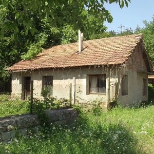 Rural house with garage and land one hour away from Sofia,BG