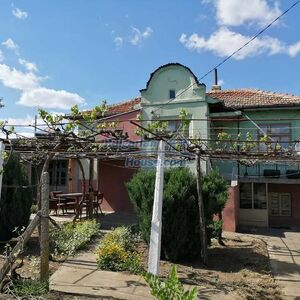 Cozy House in good condition for sale in Dobrich region